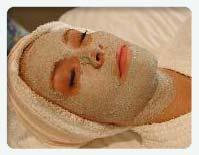 woman receiving gemclay masque detox