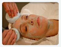 woman receiving gemclay masque exfoliation